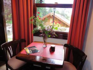 5 - mesa con flores (FILEminimizer)